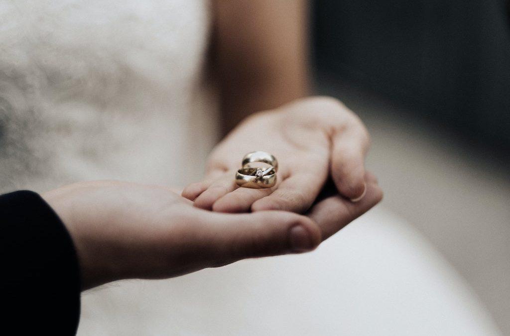 PRÜFE, WER SICH EWIG BINDET  – Der Beziehungs-Check